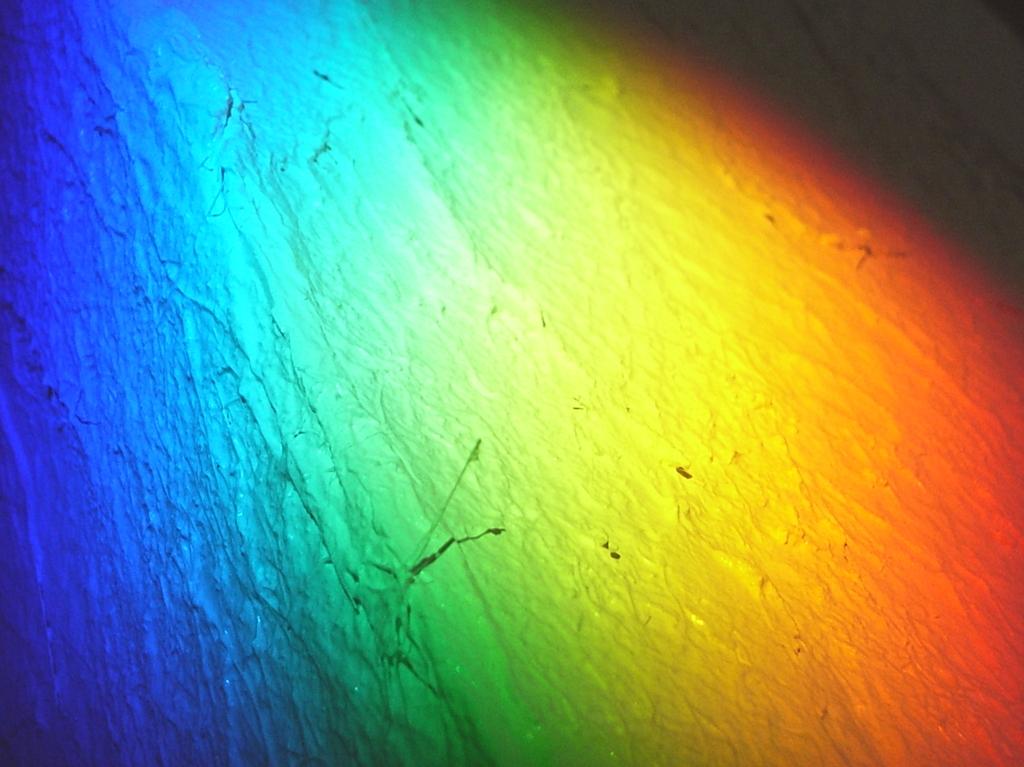 お日様は沢山の色を含んでいます