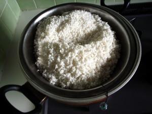 麹用の米を水切り